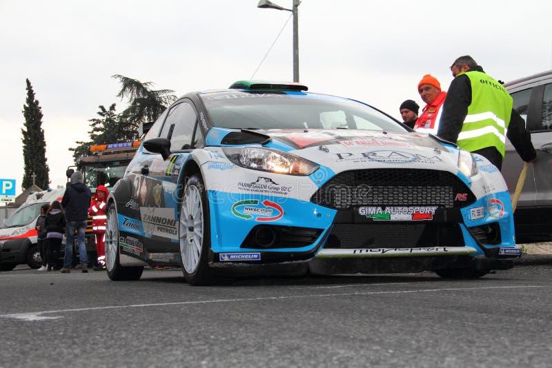 Γιορτή της Ford που συναγωνίζεται στην έναρξη της συνάθροισης Sanremo στοκ εικόνες