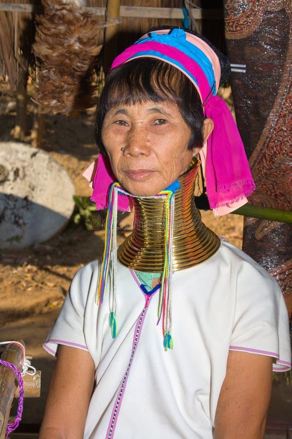 Πορτρέτο των μακριών γυναικών φυλών λόφων λαιμών της Karen στοκ φωτογραφίες