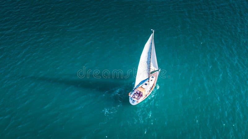 Γιοτ από τον ουρανό, sailboat σε Valenciain Βαλένθια, Ισπανία στοκ εικόνες με δικαίωμα ελεύθερης χρήσης