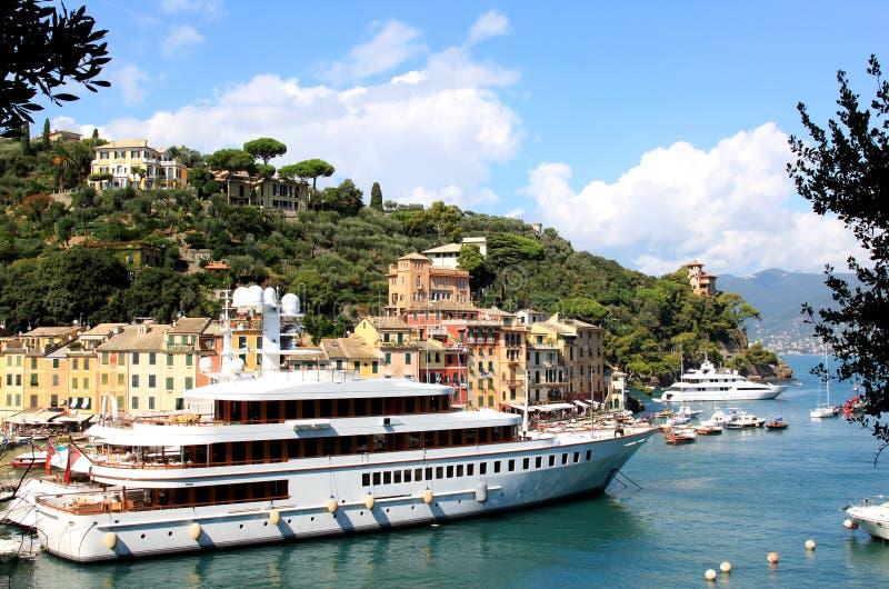 Γιοτ πολυτέλειας στο λιμάνι Portofino, Ιταλία στοκ φωτογραφίες με δικαίωμα ελεύθερης χρήσης