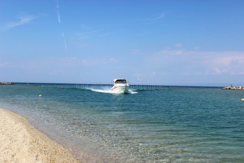 Γιοτ που πλέει στο Αιγαίο πέλαγος στοκ εικόνα
