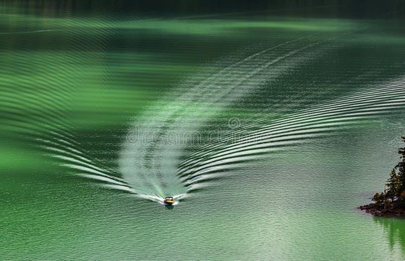 Γιοτ στη λίμνη Bassongo στοκ φωτογραφία