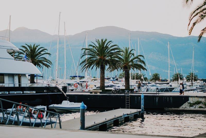 Γιοτ Luxuty στο Πόρτο Μαυροβούνιο Περιοχή ελίτ Tivat στοκ φωτογραφία