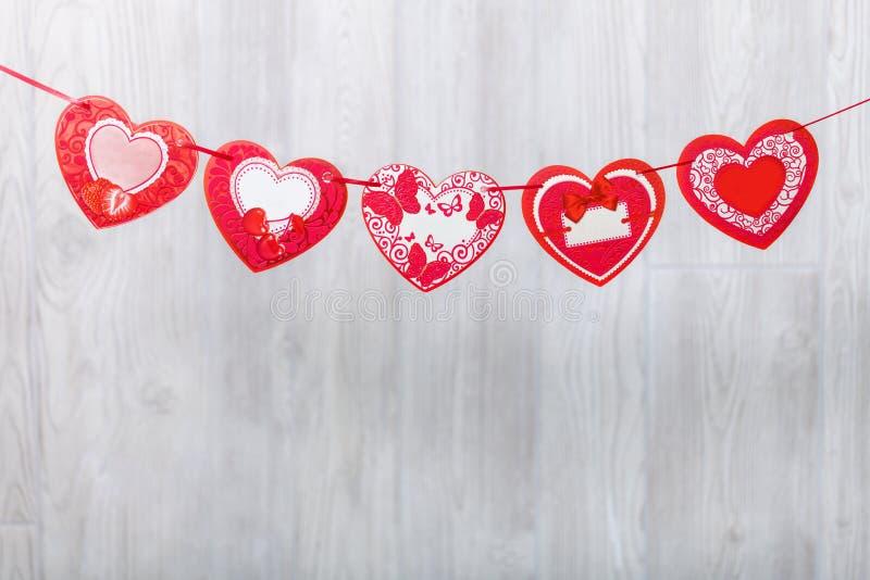 Γιρλάντα των καρδιών εγγράφου Χαιρετώντας τέντωμα στοκ εικόνες με δικαίωμα ελεύθερης χρήσης