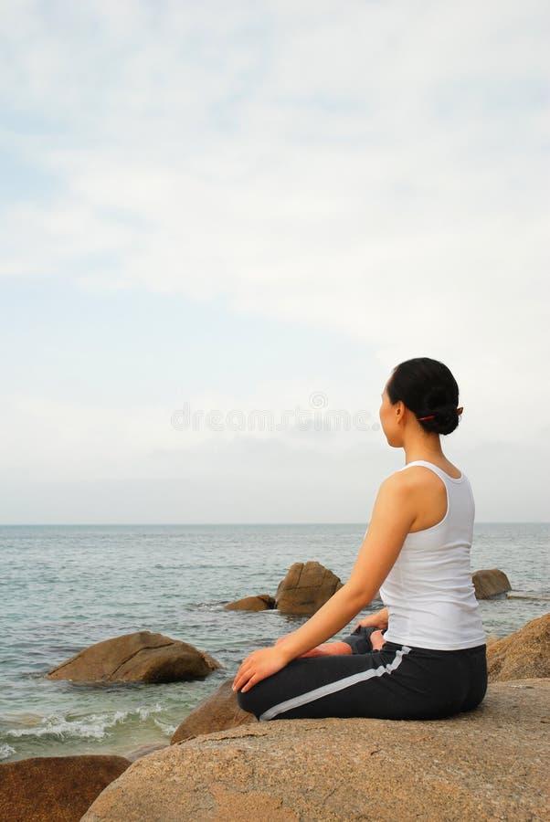 γιόγκα γυμναζομένων στοκ εικόνες με δικαίωμα ελεύθερης χρήσης