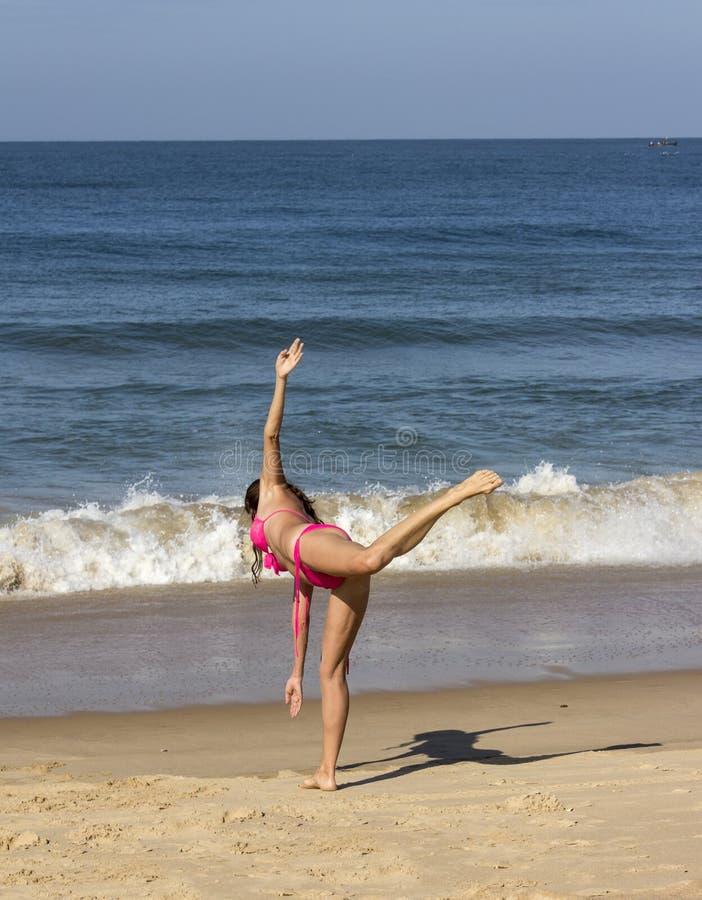 Γιόγκα στην παραλία Goa στοκ εικόνες με δικαίωμα ελεύθερης χρήσης