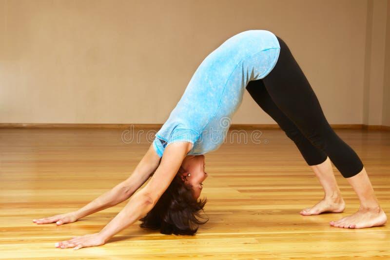 Download γιόγκα στοκ εικόνα. εικόνα από ισορροπία, lifestyle, χαρούμενος - 13184641
