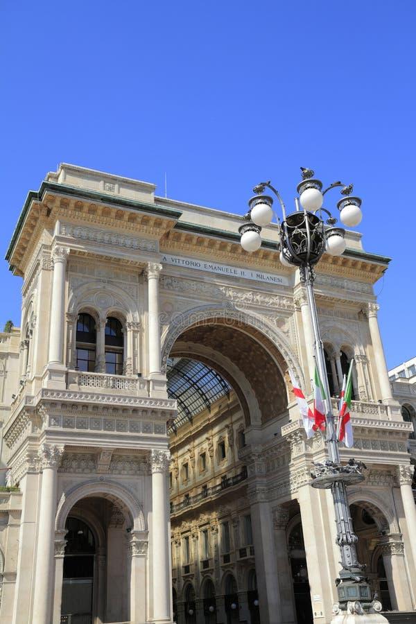 Γκαλερί τέχνης αγορών στο Μιλάνο Galleria Vittorio Emanuele ΙΙ στοκ φωτογραφίες