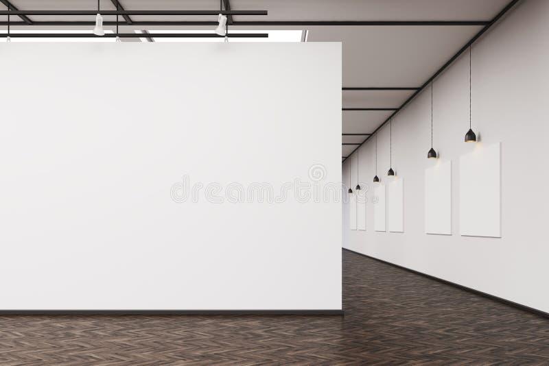Γκαλερί τέχνης με έναν κενό τοίχο και μια σειρά των εικόνων απεικόνιση αποθεμάτων
