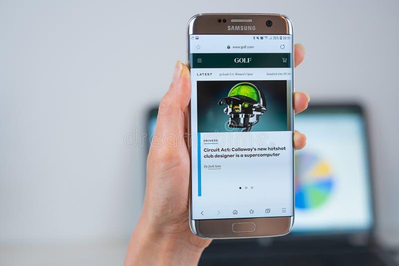 Γκολφ ιστοχώρος COM που ανοίγουν στον κινητό στοκ φωτογραφίες με δικαίωμα ελεύθερης χρήσης