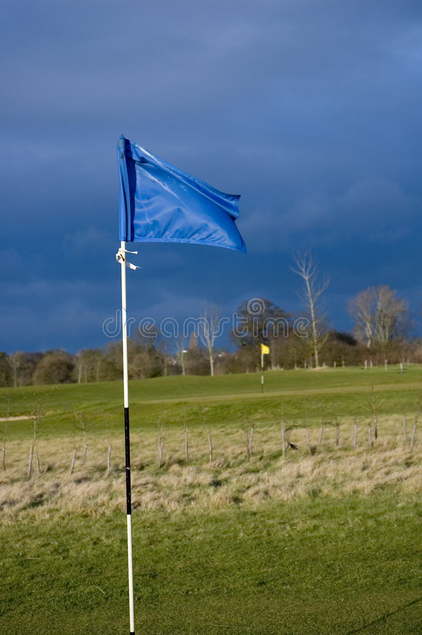 Download γκολφ σημαιών στοκ εικόνες. εικόνα από δραματικός, καιρός - 75770