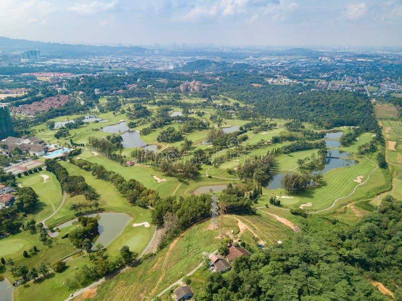 Γκολφ κλαμπ με τις λίμνες Μαλαισία που πυροβολείται από τον κηφήνα στοκ εικόνα με δικαίωμα ελεύθερης χρήσης