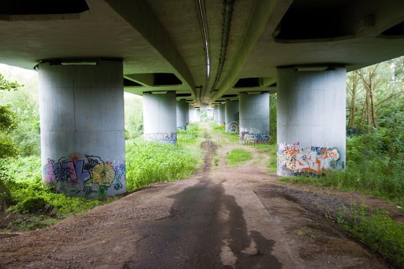 γκράφιτι γεφυρών κάτω στοκ φωτογραφία με δικαίωμα ελεύθερης χρήσης