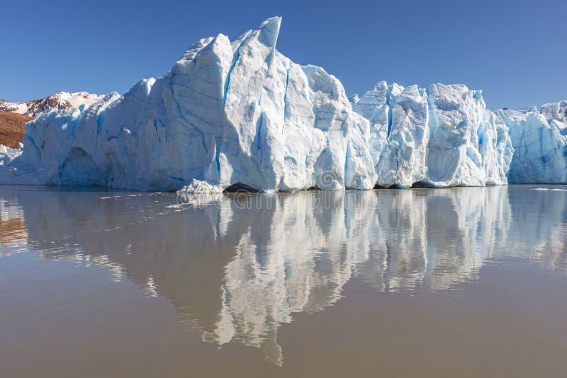 Γκρίζα μέγιστη αντανάκλαση πάγου παγετώνων, Παταγωνία, Χιλή στοκ εικόνα με δικαίωμα ελεύθερης χρήσης