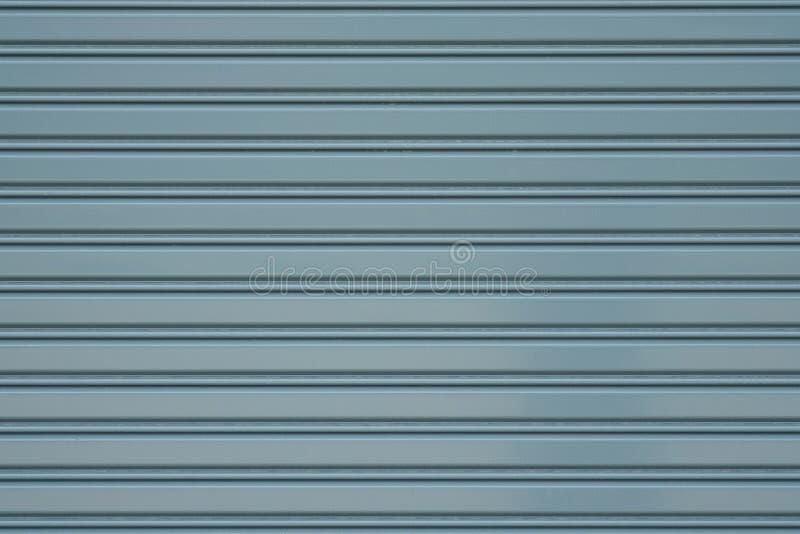 Γκρίζα πόρτα παραθυρόφυλλων κυλίνδρων μετάλλων ή κλειστό τοίχος υπόβαθρο πυλών στοκ φωτογραφία με δικαίωμα ελεύθερης χρήσης