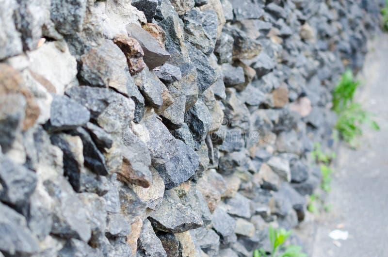 Γκρίζα τραχιά τεκτονική πετρών στη σύσταση προσόψεων στοκ φωτογραφία με δικαίωμα ελεύθερης χρήσης