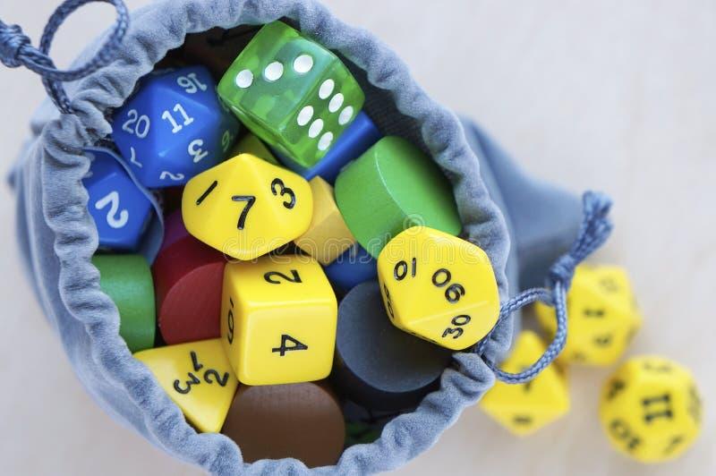 Γκρίζα τσάντα, ή σακούλα Χωρίζει σε τετράγωνα για το rpg, τα επιτραπέζια παιχνίδια, tabletop τα παιχνίδια ή τα μπουντρούμια και τ στοκ εικόνες