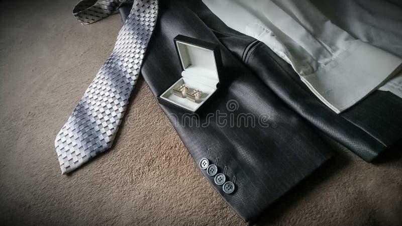 Γκρίζοι κοστούμι και δεσμός στοκ εικόνες με δικαίωμα ελεύθερης χρήσης