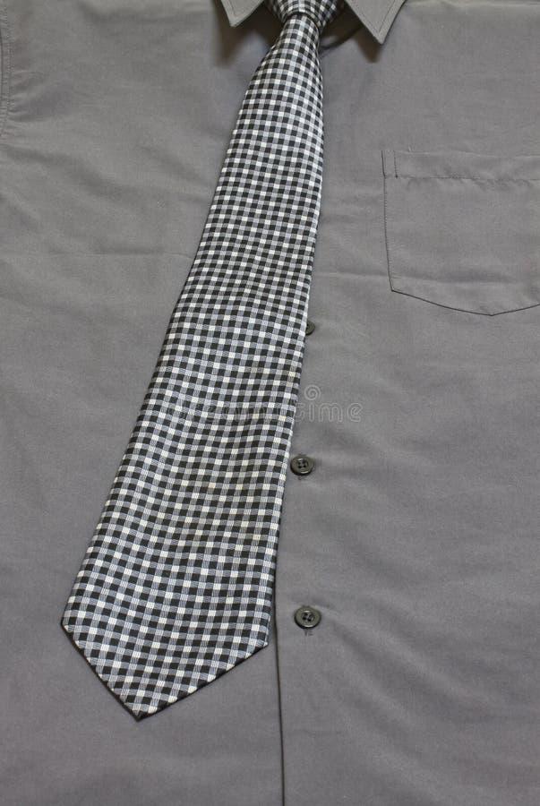 Γκρίζοι πουκάμισο και δεσμός στοκ εικόνα