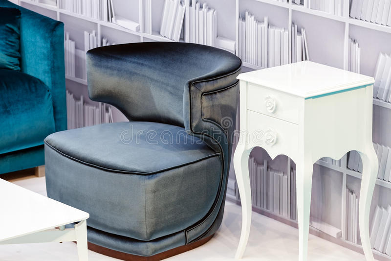 γκρίζος καναπές στοκ εικόνες με δικαίωμα ελεύθερης χρήσης