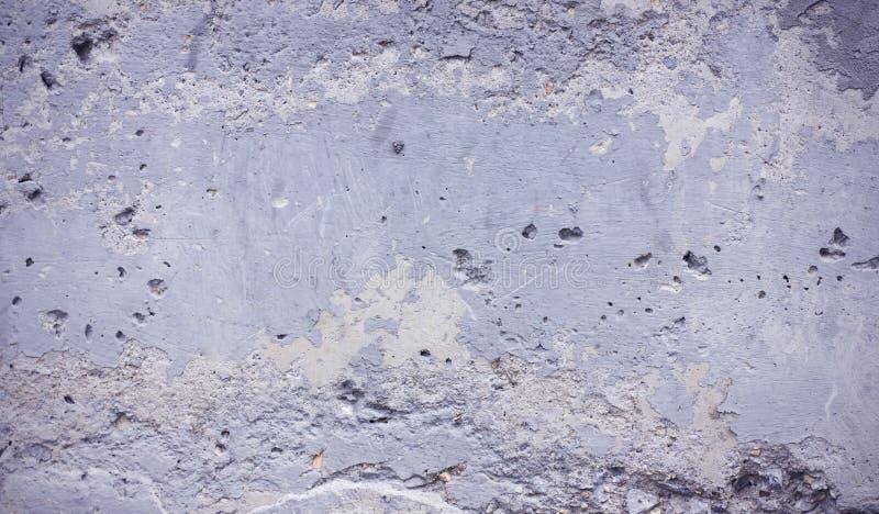 Γκρίζος συμπαγής τοίχος του παλαιού ragged εμβλήματος σύστασης υποβάθρου στοκ φωτογραφίες με δικαίωμα ελεύθερης χρήσης