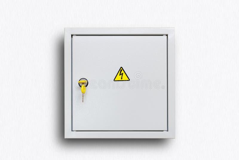 Γκρίζο αρθρωμένο κιβώτιο παροχής ηλεκτρικού ρεύματος με τα κίτρινα κλειδιά στοκ φωτογραφίες