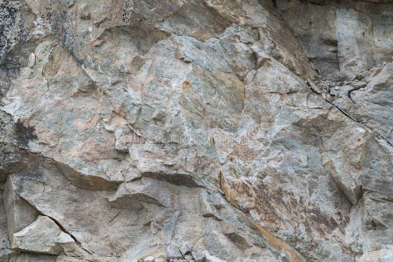Γκρίζο και σκουριασμένο πρόσωπο βράχου υποβάθρου στοκ φωτογραφία με δικαίωμα ελεύθερης χρήσης