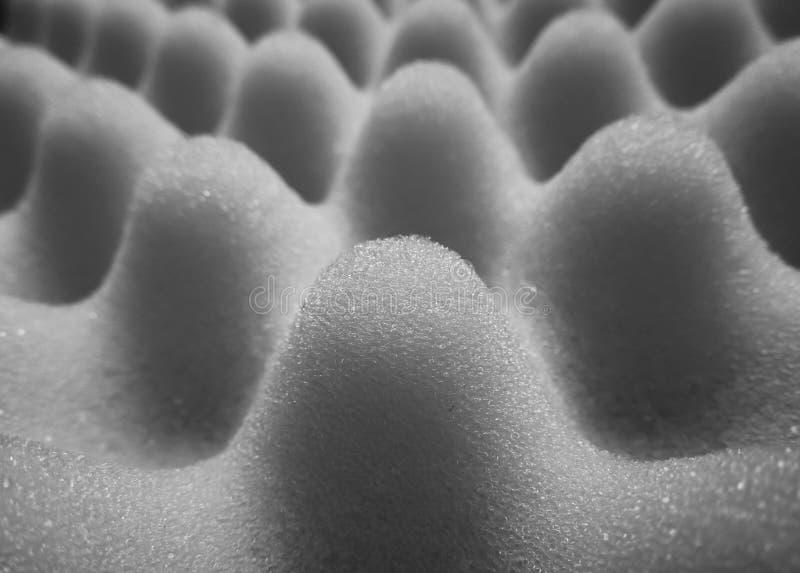 Γκρίζο και γκρίζο υπόβαθρο με την αφρώδη σύσταση σφουγγαριών στοκ φωτογραφίες