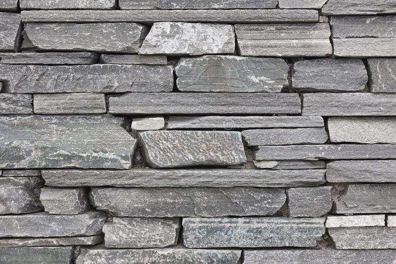 Γκρίζο υπόβαθρο τοίχων πετρών Οριζόντιος που συσσωρεύεται συγκεκριμένος στοκ φωτογραφία με δικαίωμα ελεύθερης χρήσης