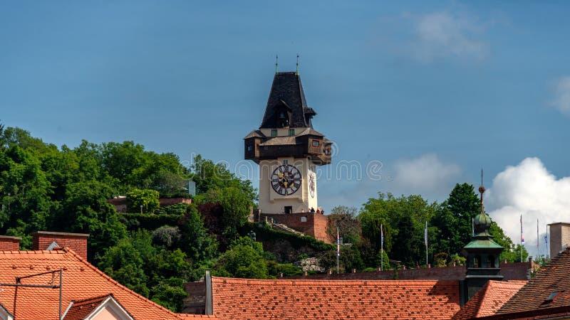 Γκραζ, Αυστρία Το Hill Schlossberg - του Castle με τον πύργο ρολογιών Uhrturm στοκ φωτογραφία με δικαίωμα ελεύθερης χρήσης