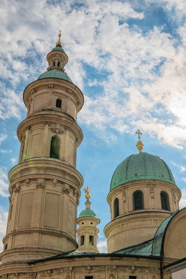 Γκραζ australites Άποψη της εκκλησίας του ST Catherine και του πύργου εκκλησιών στο Γκραζ στοκ εικόνα