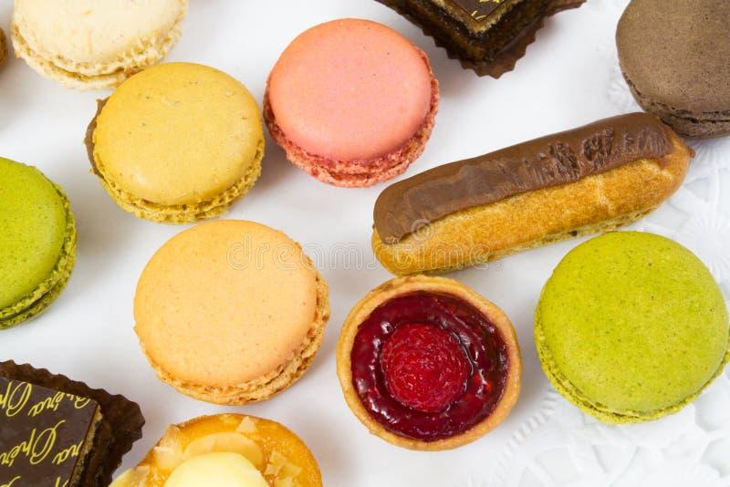 Γλυκά petits fours στοκ φωτογραφία με δικαίωμα ελεύθερης χρήσης