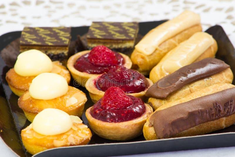 Γλυκά petits fours στοκ εικόνες με δικαίωμα ελεύθερης χρήσης