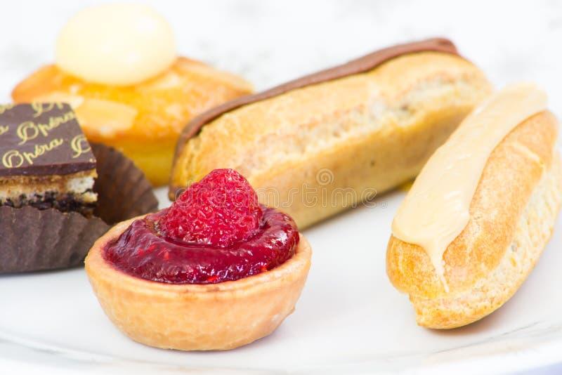 Γλυκά petits fours στοκ φωτογραφίες με δικαίωμα ελεύθερης χρήσης