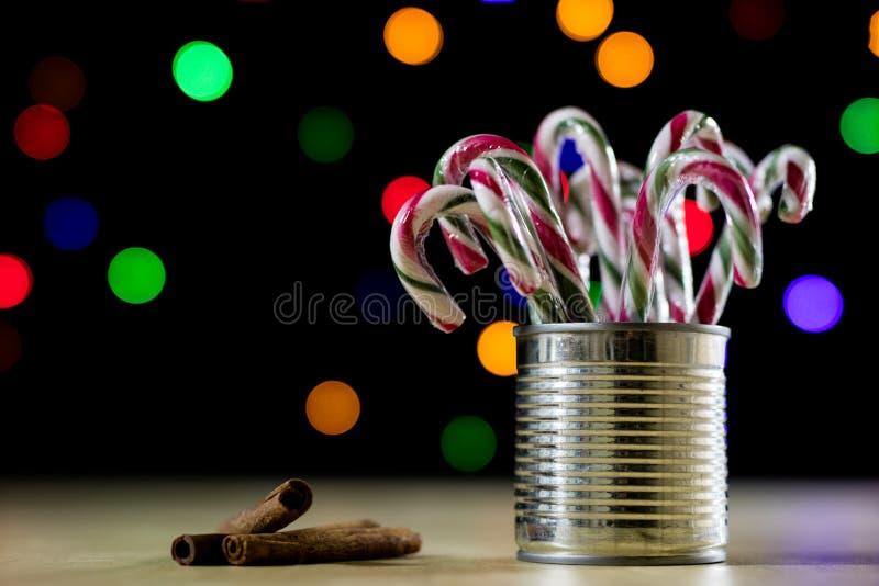 Γλυκιά καραμέλα Χριστουγέννων με μορφή ενός ραβδιού Καραμέλες Χριστουγέννων στοκ φωτογραφία με δικαίωμα ελεύθερης χρήσης