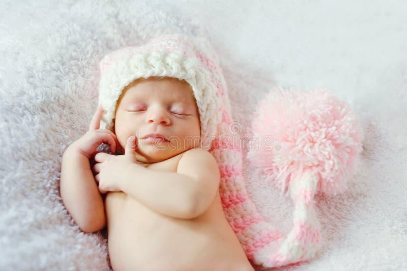 Γλυκός ύπνος νεογέννητος στοκ εικόνα
