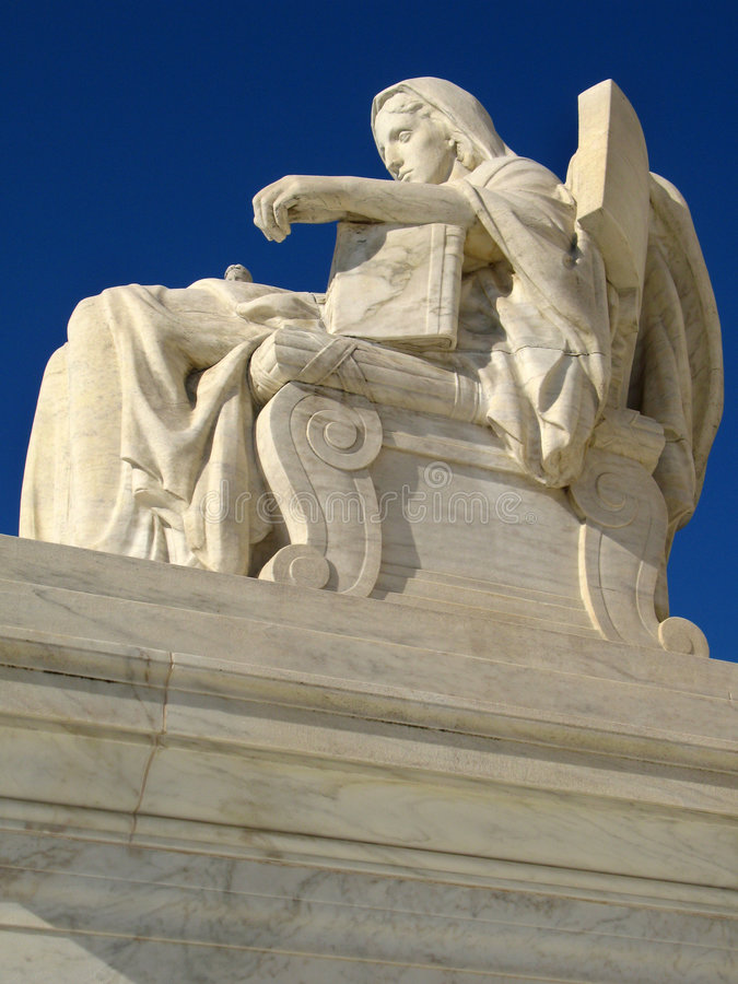 γλυπτό δικαστηρίων ανώτατ&omi στοκ εικόνες με δικαίωμα ελεύθερης χρήσης