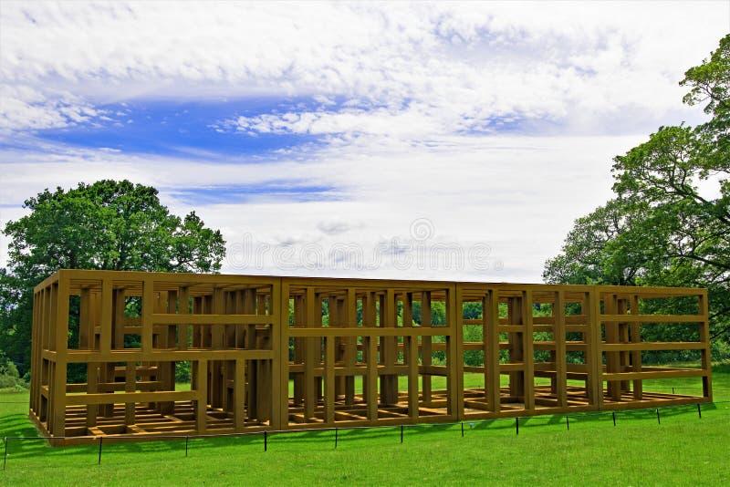 Γλυπτό κλουβιών σιδήρου στο πάρκο γλυπτών του Γιορκσάιρ, δύση Bretton, Wakefield στοκ εικόνα