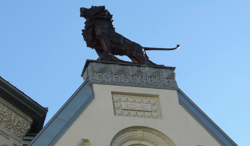 Γλυπτό λιονταριών στη στέγη στοκ φωτογραφία με δικαίωμα ελεύθερης χρήσης