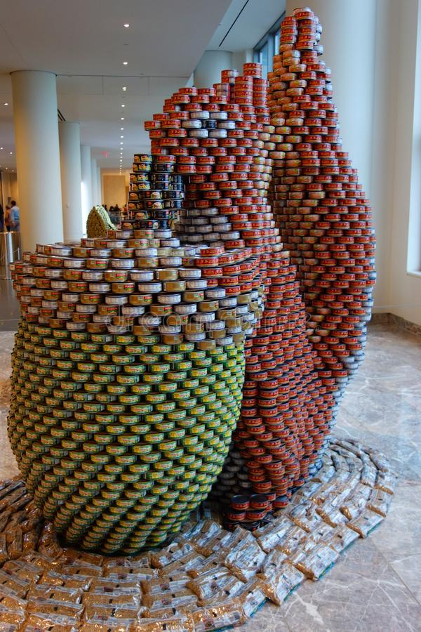Γλυπτό τροφίμων που παρουσιάζεται στο 26ο ετήσιο ανταγωνισμό NYC Canstruction στο μέρος Brookfield στη Νέα Υόρκη στοκ φωτογραφία