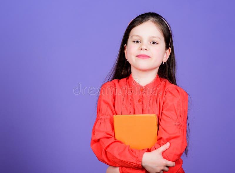 Γλώσσα και εγχειρίδιο λογοτεχνίας για τη μόνη μελέτη Χαριτωμένος λίγο βιβλίο εκμετάλλευσης παιδιών στη αγγλική λογοτεχνία Λατρευτ στοκ φωτογραφία με δικαίωμα ελεύθερης χρήσης