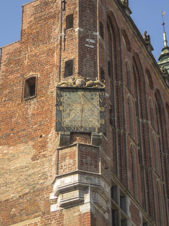 Γντανσκ - ηλιακό ρολόι στον πύργο Δημαρχείων στοκ εικόνα