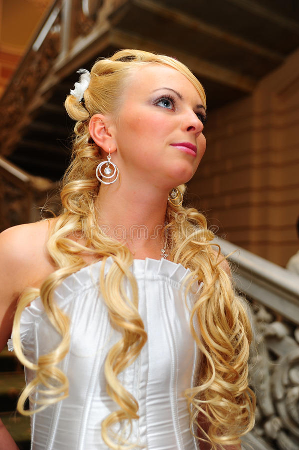 Γοητευτική νύφη ξανθή στοκ εικόνες