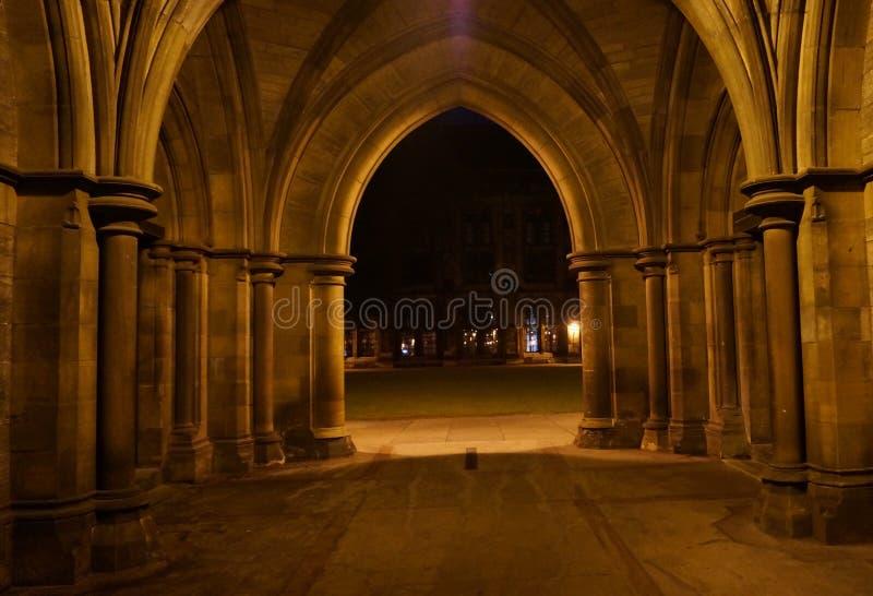 Γοτθικά μοναστήρια τη νύχτα στοκ φωτογραφία