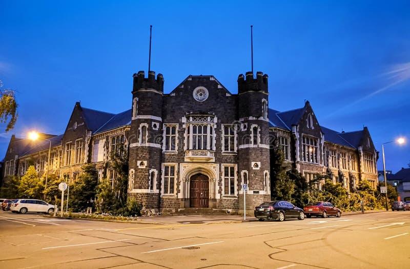 Γοτθική αρχιτεκτονική κληρονομιάς ύφους Christchurch τη νύχτα στοκ φωτογραφία