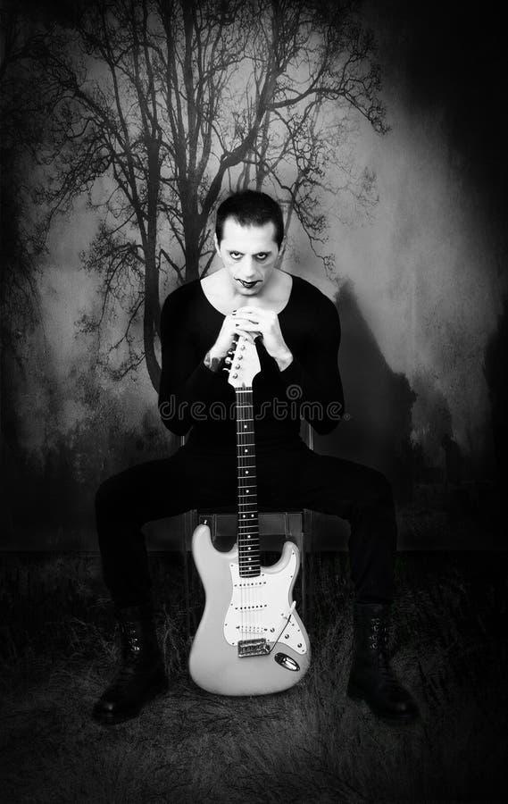Γοτθικός κιθαρίστας στοκ εικόνες