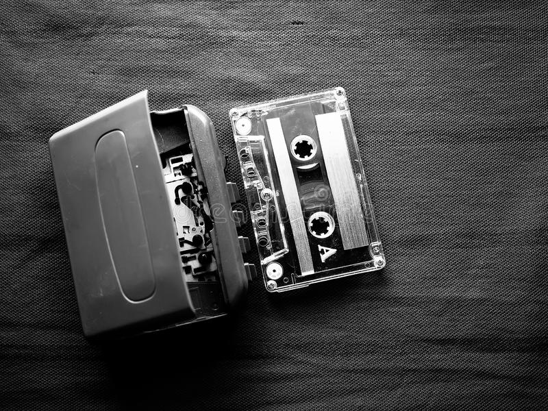 Γουόκμαν και κασέτα σε γραπτό στοκ φωτογραφία με δικαίωμα ελεύθερης χρήσης