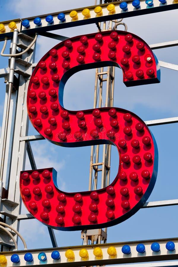 Γράμμα S στα φω'τα στοκ φωτογραφία με δικαίωμα ελεύθερης χρήσης