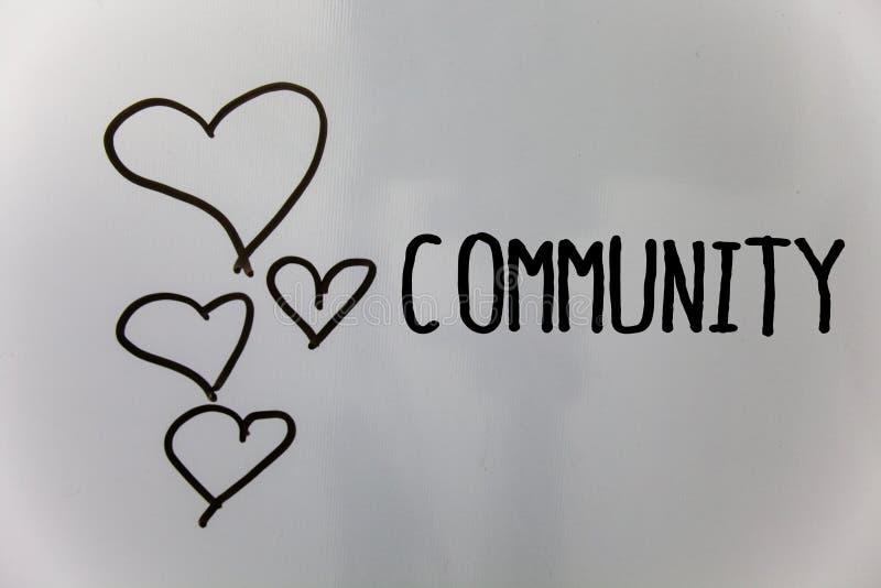 Γράφοντας Κοινότητα κειμένων λέξης Επιχειρησιακή έννοια για τη λευκιά ΤΣΕ καρδιών ομάδας ενότητας συμμαχίας κρατικών συνεταιρισμώ στοκ φωτογραφία