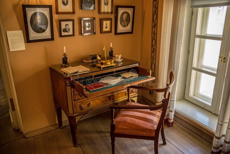 Γράφοντας το γραφείο - εσωτερικό του αναμνηστικού μουσείου του Αλεξάνδρου Pushkin στη Μόσχα στοκ εικόνες με δικαίωμα ελεύθερης χρήσης